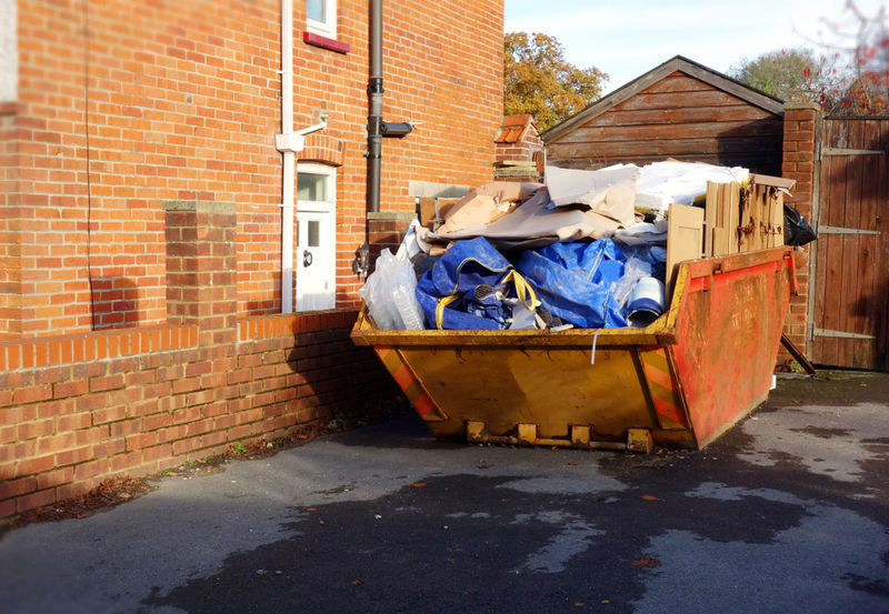 The right and wrong way to fill your skip.jpg