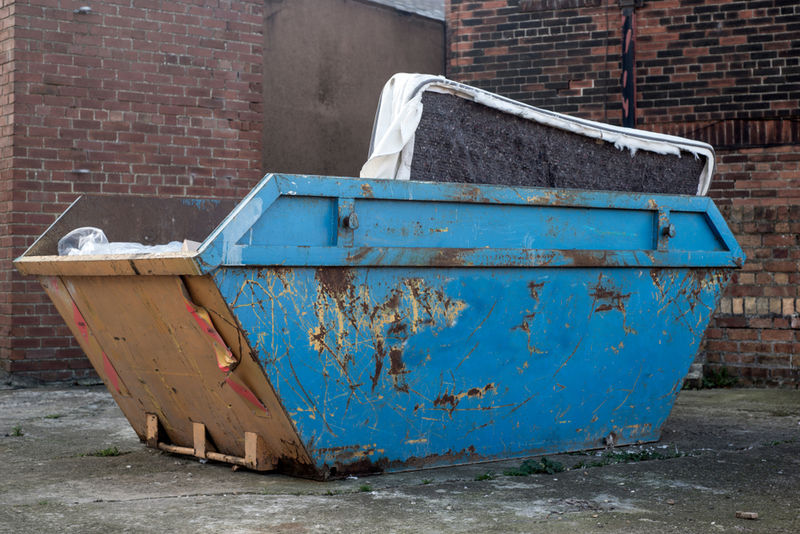 What you can and cannot put in a skip.jpg